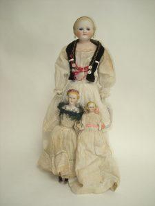 glass eye Parian-type shoulder head doll